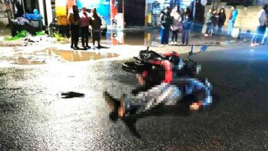 Derrapó en pavimento mojado y murió