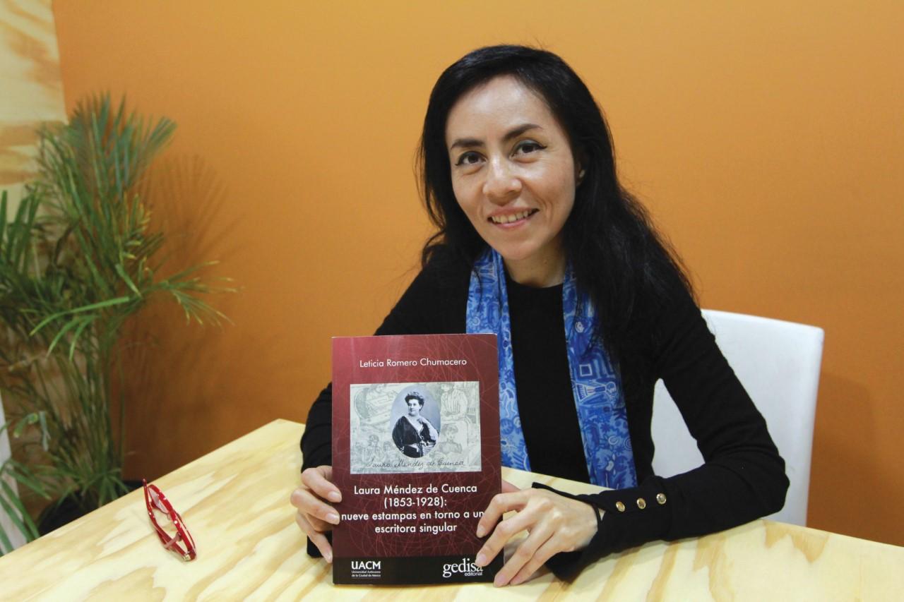 Laura Méndez representando a las escritoras