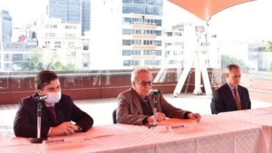 Durante la ceremonia de relevo en Cofepris estuvieron Alejandro Svarch, nuevo titular de la dependencia; Jorge Alcocer, secretario de Salud; y Hugo López-Gatell, subsecretario de Salud, el 17 de febrero de 2021. Foto tomada del Twitter de @SSalud_mx