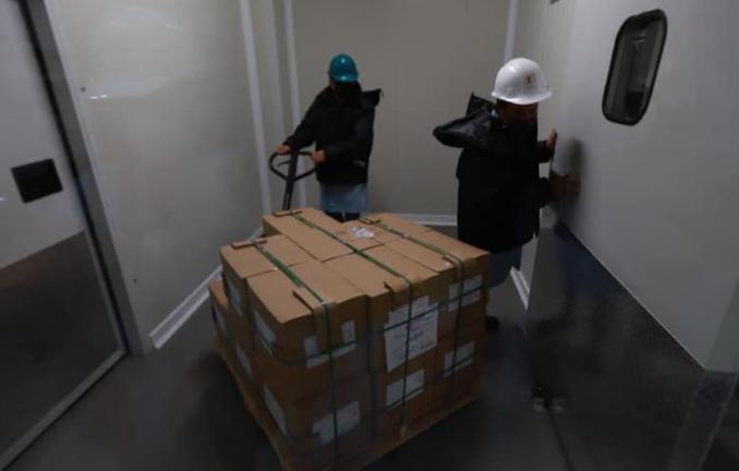 Birmex recibe vacunas Cansino, envasadas en México