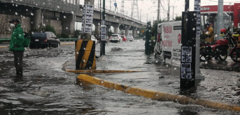 En caso de emergencia por lluvia, la CAEM pone a su disposición los teléfonos 800-201-2489 para el Valle de México y 800-2012490 para el Valle de Toluca