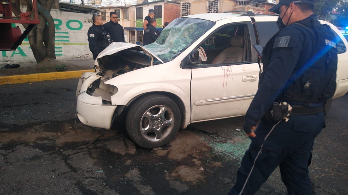 Camioneta de accidente provocado por el exceso de velocidad