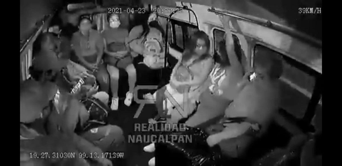 pasajeros usuarios del transporte público en Naucalpan