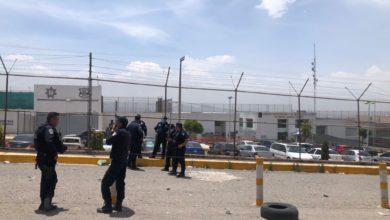 Custodios resguardan la entrada del Penal de Chiconautla