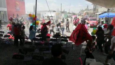 personas atacando a mujeres, niños y militantes del PRI en evento proselitista en Ecatepec