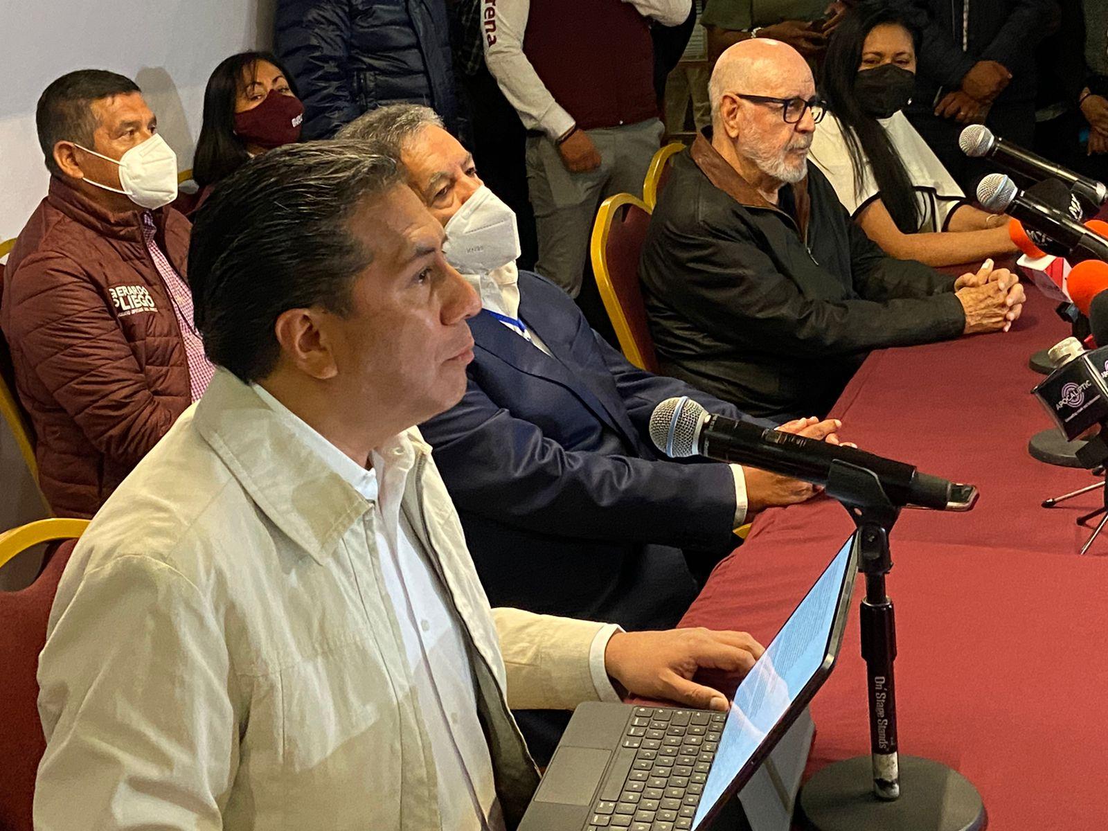 El candidato de Morena, Juan Rodolfo Gómez Sánchez, en conferencia de prensa