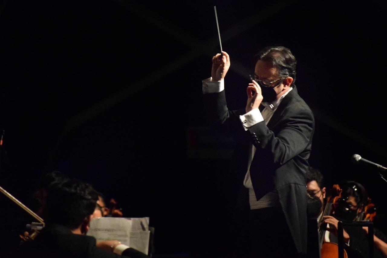 Gerardo Urbán, director de la OFIT, en concierto