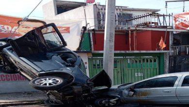Camioneta volcada deja cuatro personas heridas