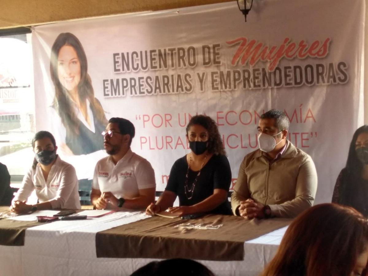La empresaria organizada del encuentro de mujeres empresarias y emprendedoras