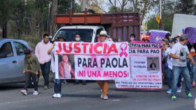 Familiares de la menor marchando en calles de Texcoco