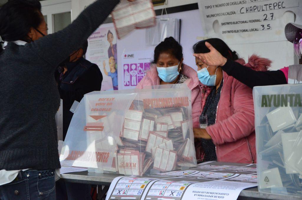 Mujeres en el conteo de votos