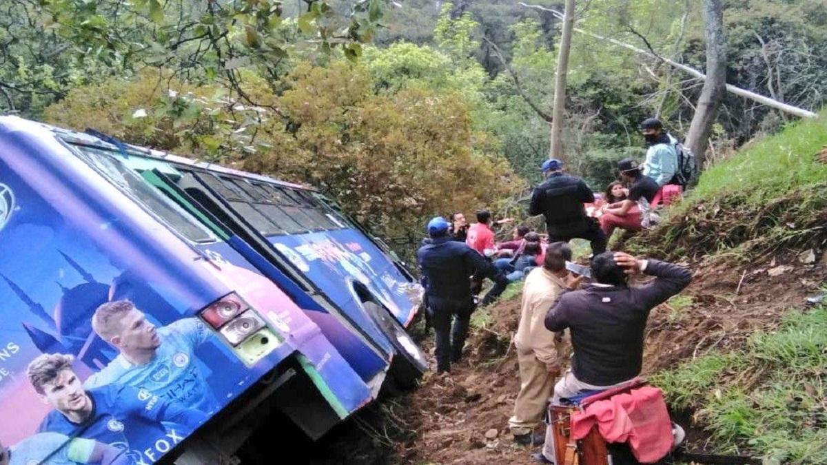La unidad cayó al menos 50 metros