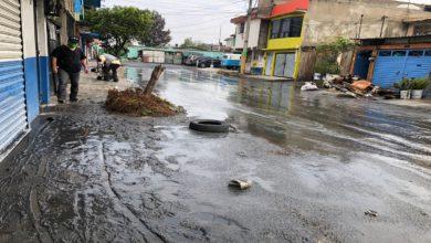 Las calles amanecieron con lodo y basura