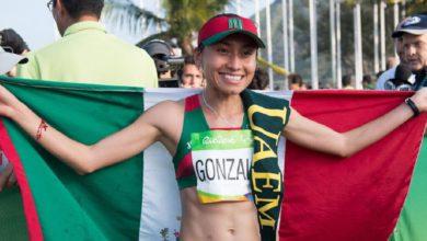 Mónica Mondragón explicó que los apoyos se darán si se va a la par con la parte académica
