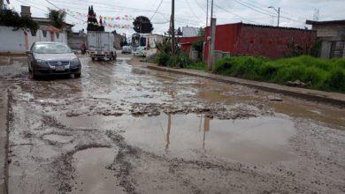 Calles con baches en la capital mexiquense
