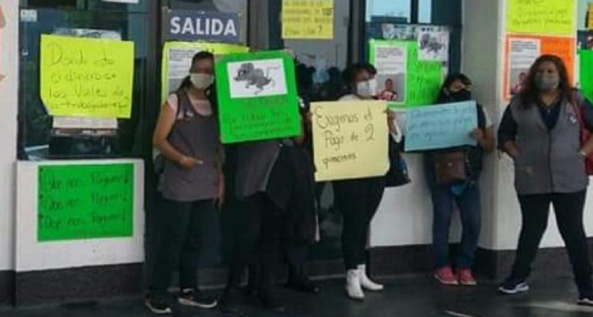 Alrededor de 50 maestras se manifestaron