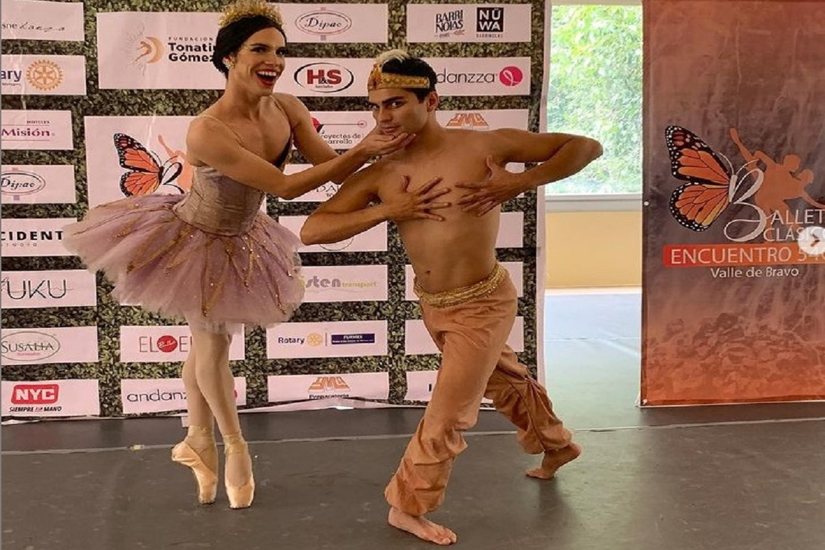 El bailarín practica el ballet comedia