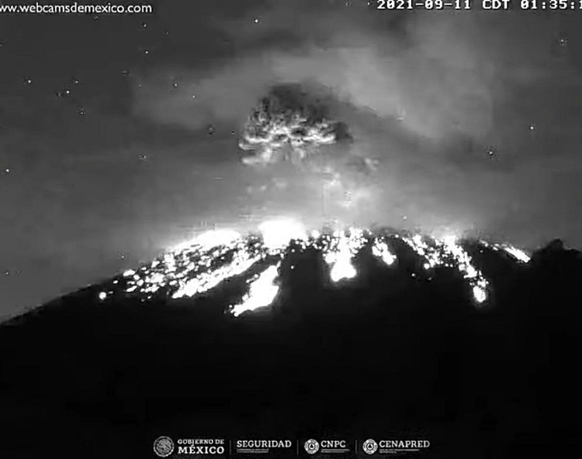 El volcán entró en actividad